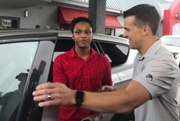 Dupa ce a parcurs pe jos 32 de kilometri pana la serviciu, un american a primit cadou o masina din partea sefului