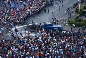 Sapte protestatari acuzati ca au lovit jandarmi la mitingul din 10 august, arestati preventiv