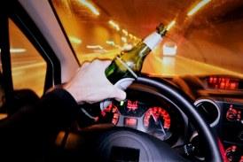 Pe bulevardul Bucuresti din Baia Mare: Tanar cu o concentratie de 1.55 mg/l alcool pur in aerul expirat, depistat de politisti la volan