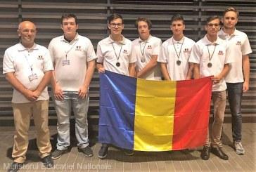 MEN: Patru medalii obtinute de elevii romani la Olimpiada de Informatica din Polonia