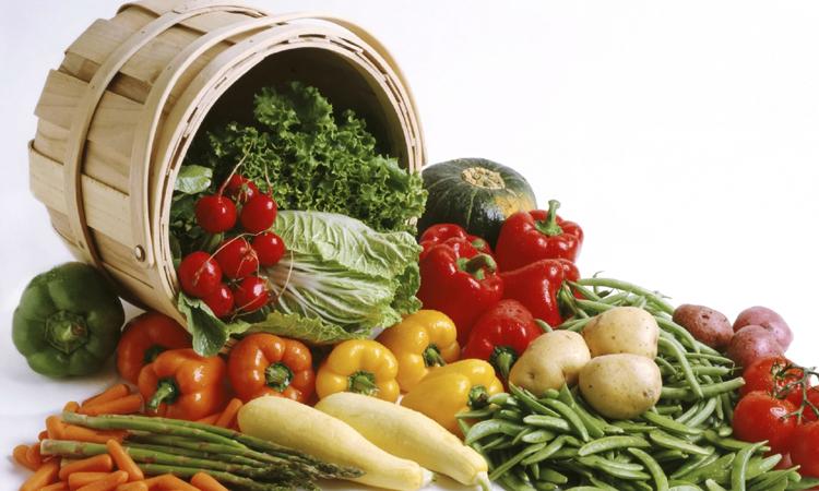 INS: Cartofii, fructele proaspete, citricele si alte fructe meridionale s-au scumpit cel mai mult in luna mai, fata de aprilie
