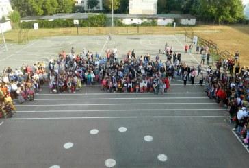 Baia Mare: Prima zi de scoala. Elevii s-au intors in banci (FOTO)