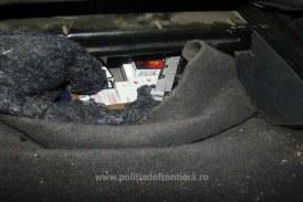 Autoturism abandonat la Stramtura. Masina era ticsita cu tigari ucrainene
