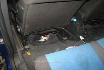 (FOTO) Autoturism modificat pentru activitati de contrabanda. Focuri de arma la granita cu Ucraina