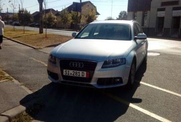 De la cititori: Masina parcata pe trotuar, in Baia Mare (FOTO)