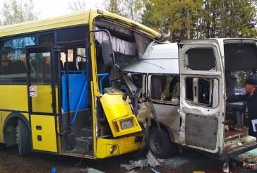 Rusia: Accident rutier soldat cu 13 morti