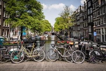 Olandezii care utilizeaza telefonul mobil pe bicicleta risca sa fie amendati