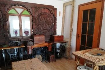 Un borsean si-a dus poarta de lemn in Italia pentru a-si potoli dorul de casa