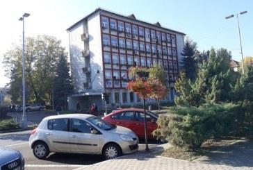 Baia Mare: Alba-neagra in Primarie – Ba ii da afara, ba ii angajeaza