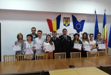 """ISU Maramures: Diplome pentru voluntarii care s-au inscris in programul """"Salvator din pasiune"""""""