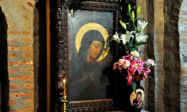 Icoana facatoare de minuni a Maicii Domnului de la Manastirea Rohia, adusa spre inchinare la o biserica din Baia Mare