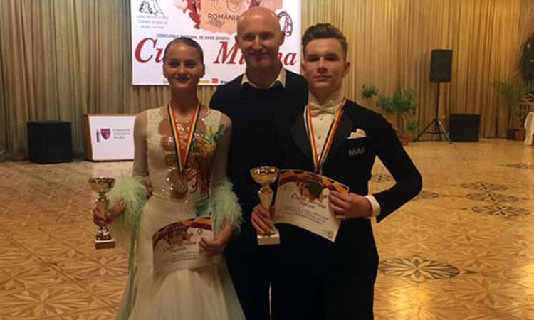 """O medalie de aur, una de argint si doua calificari in finalele Concursului National """"Cupa Mirona"""", din Reghin, pentru sportivii de la Prodance 2000"""