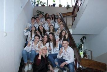 """(VIDEO&FOTO) Elevii Colegiului Tehnic """"George Baritiu"""" au sarbatorit Marea Unire alaturi de colegii lor de la Sighetu Marmatiei"""
