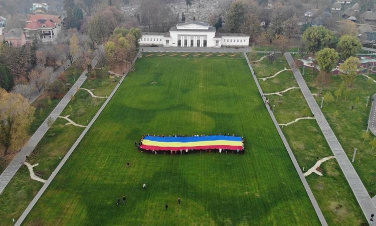 Proiect TNL: Caravana Tricolorul a ajuns si in Baia Mare (FOTO)