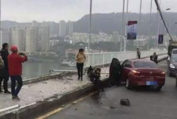 China: 13 oameni au murit dupa ce autobuzul in care se aflau a cazut in Fluviul Yangtze