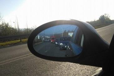 """Guvernul a adoptat noi modificari ale Codului Rutier pentru a preveni """"live-ul la volan"""". Vezi aici, ce amenzi se aplica"""