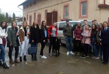 """17 elevi ai Colegiului National """"Mihai Eminescu""""  Baia Mare au explorat tainele meseriei de politist"""
