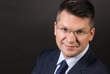 "Mihai Neamtu va sustine conferinta ""Dragostea in era smartphone"" la Colegiul National ""Gheorghe Sincai"" Baia Mare"