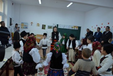 "(FOTO) Calinesti: ""Scoala Radacinilor Strabune"", folclorul materie optionala in scoala ""Vasile Berci"""
