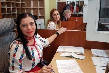 Baia Mare: Angajatii de la Serviciul Permise au muncit astazi cu tricolorul prins in piept