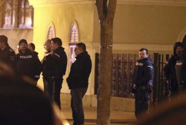 Austria: Cinci calugari, raniti intr-un atac la o biserica din Viena