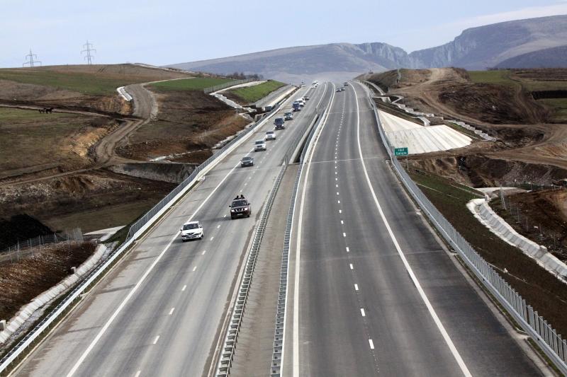 INS: Romania avea anul trecut 823 kilometri de autostrazi si 28.247 de kilometri de drumuri pietruite si de pamant