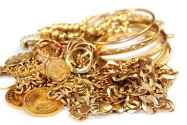 Doua tinere si un barbat din Baia Mare, identificati dupa ce au furat bijuterii de aur la Mesteacan