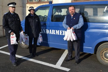 Jandarmii maramureseni le-au oferit cadouri copiilor de la Casa de tip familial nr. 2 Baia Mare