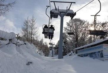 (FOTO) Iarna este un anotimp fructuos pentru orasul Cavnic. Turistii au ocupat toate locurile de cazare