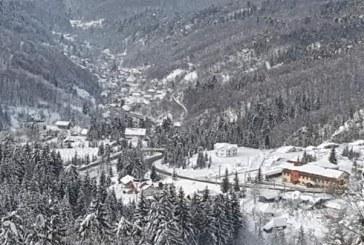 VREME NEBUNĂ – Temperaturi de 0 grade și strat de omăt de un metru în Maramureș
