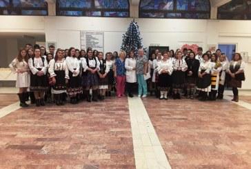 Baia Mare: Elevii Seminarului Ortodox au fost cu colindul la Spitalul Judetean de Urgenta. Bolnavii si angajatii au fost incantati