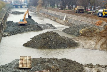 Bani în plus pentru lucrările de pe râul Săsar din Baia Mare