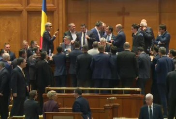 VIDEO – Scandal in Parlament. Opozitia a cerut revocarea lui Dragnea de la sefia Camerei, insa Iordache a refuzat