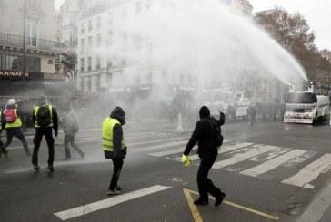 """""""Vestele galbene"""": 31.000 de manifestanti si 700 de persoane retinute pe teritoriul Frantei"""