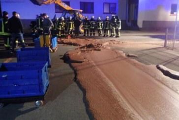 """Un urias """"rau"""" de ciocolata, provenind de la o fabrica de praline, a inundat strazile unui oras din Germania"""