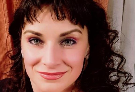 """(VIDEOCLIP) """"Galbenă gutuie""""-un colind interpretat, pentru maramureseni, de actrita si cantareata Sanda Savolszky"""