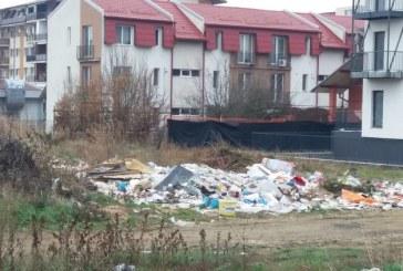 """Baia Mare: Constructorul unui imobil de locuinte si-a """"uitat"""" gunoiul langa imobilul construit. Locuitorii de pe Marasesti au sesizat redactia ZiarMM.ro"""