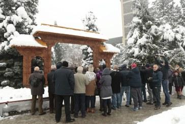 A fost sfintita noua poarta maramureseana din fata Palatului Administrativ (FOTO)