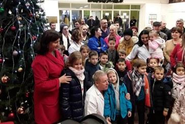 Copiii l-au asteptat, alaturi de Ministrul Sanatatii, pe Mos Craciun, la Spitalul din Baia Mare