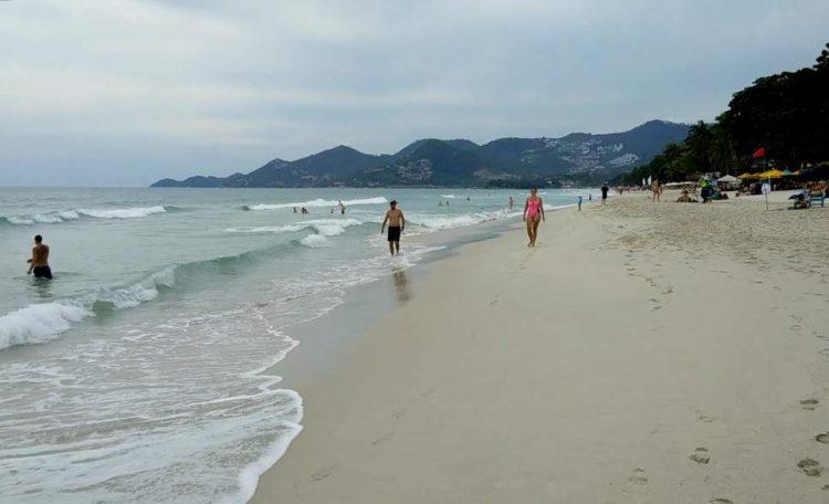 Numerosi turisti aflati in Golful Thailandei isi scurteaza vacanta din cauza furtunii tropicale Pabuk