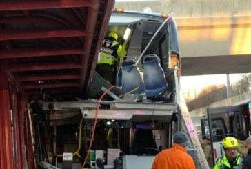 (Foto) Canada: Trei morti si 23 de raniti intr-un accident de autobuz la Ottawa