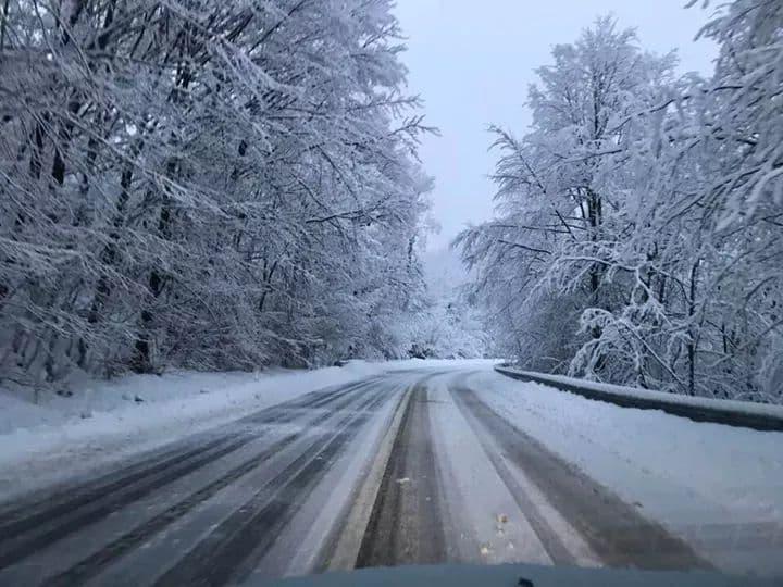 Ninge abundent pe toate sectoarele de drumuri nationale