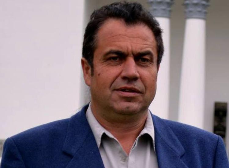 Consilierul local Gheorghe Gligan spune ca interzicerea prin Constitutie a traseismului politic ar fi o sansa mare pentru Romania