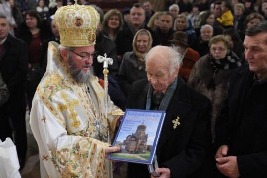 """Ordinul """"Sfantul Ierarh Iosif Marturisitorul din Maramures"""" pentru un veteran de aproape 100 de ani"""