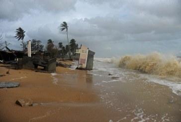 Sute de turisti, blocati pe insule din Golful Thailandei din cauza furtunii tropicale Pabuk