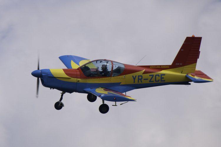 Peste 1.600 de tineri, inscrisi la cursurile pentru obtinerea licentelor de parasutist si pilot, organizate de Aeroclubul Romaniei
