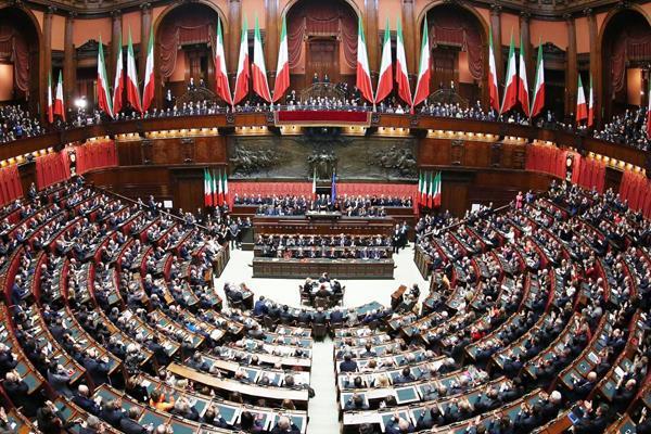 Italia vrea sa le permita cetatenilor sa propuna legi in Parlament