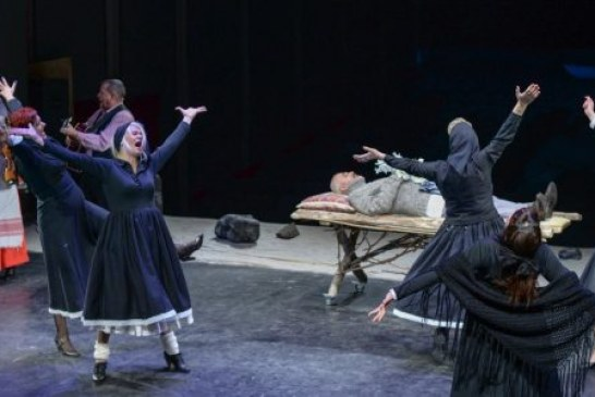 Teatru: Zorba's Dionysos se joaca, duminica, cu publicul pe scena