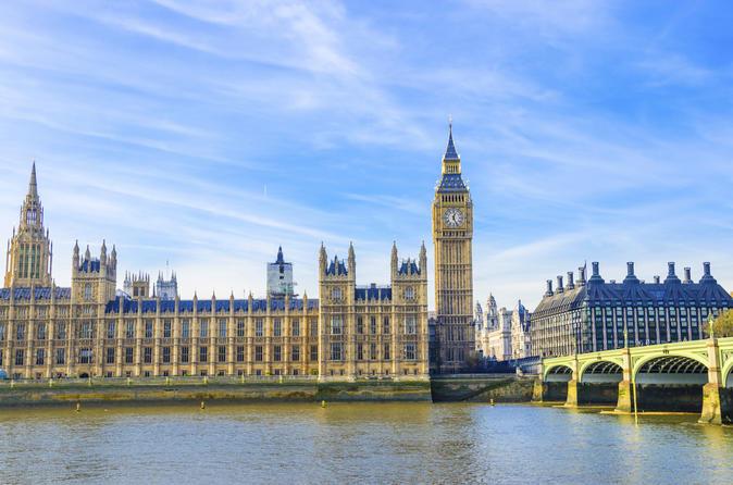 Un deputat britanic propune transformarea Palatului Westminster in hotel de lux