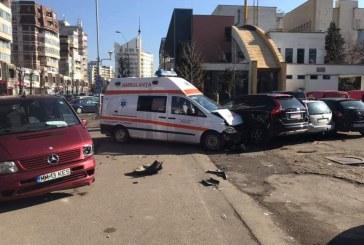 UPDATE – Baia Mare: Ambulanta implicata intr-un accident rutier, pe bulevardul Traian